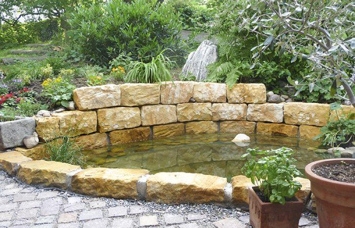 die fertige und bepflanzte Teichanlage