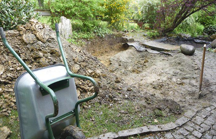Ausgraben des Gartenteiches